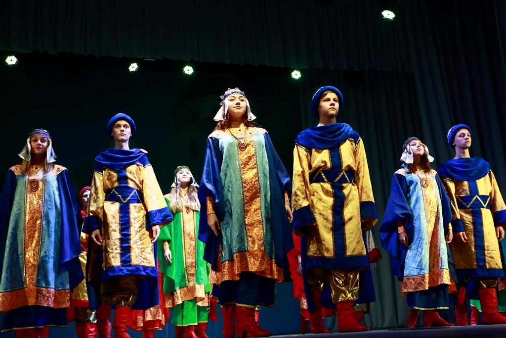 Заслужений аматорський народний хор «Десна» заснований у 1951 році при  фабриці первинної обробки вовни. Засновник і перший керівник – заслужений  артист ... aa80c0fee6826