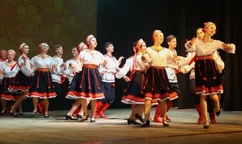 Народний аматорський фольклорний ансамбль «Сіверяни» створений у 1988 році  на базі клубу Управління внутрішніх справ Чернігівської області. 4379501caa1b2